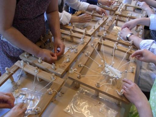 木枠にはる作業